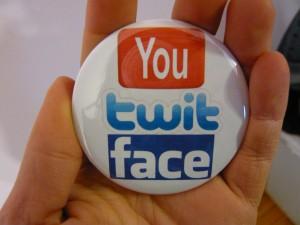 Pretty Buttoner: You Twit Face Button