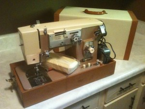 Imperial sewing machine Model 562 for sale on Kijiji in Stratford, Ontario, Canada