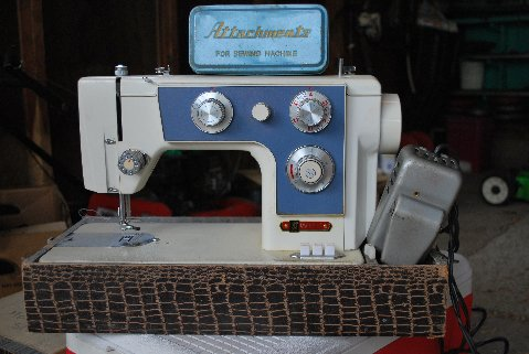 Imperial 518-J from Woodenshoe in Grand Rapids, Michigan. He's looking for an owner's manual. May 18 2010. The attachments box, pedal and Imperial badge match my Imperial 535