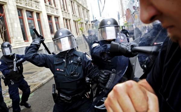 http://dontai.com/wp/wp-content/uploads/2010/06/torontopolice4-600x370.jpg