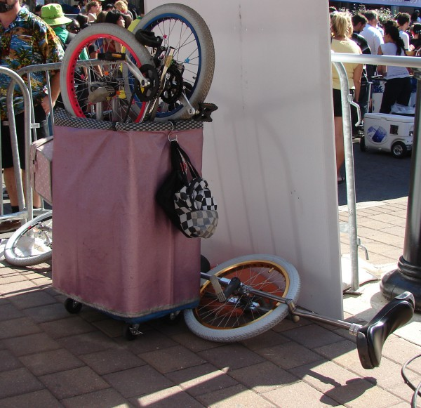 Toronto Buskerfest 2010: Witty Look's stash of unicycles