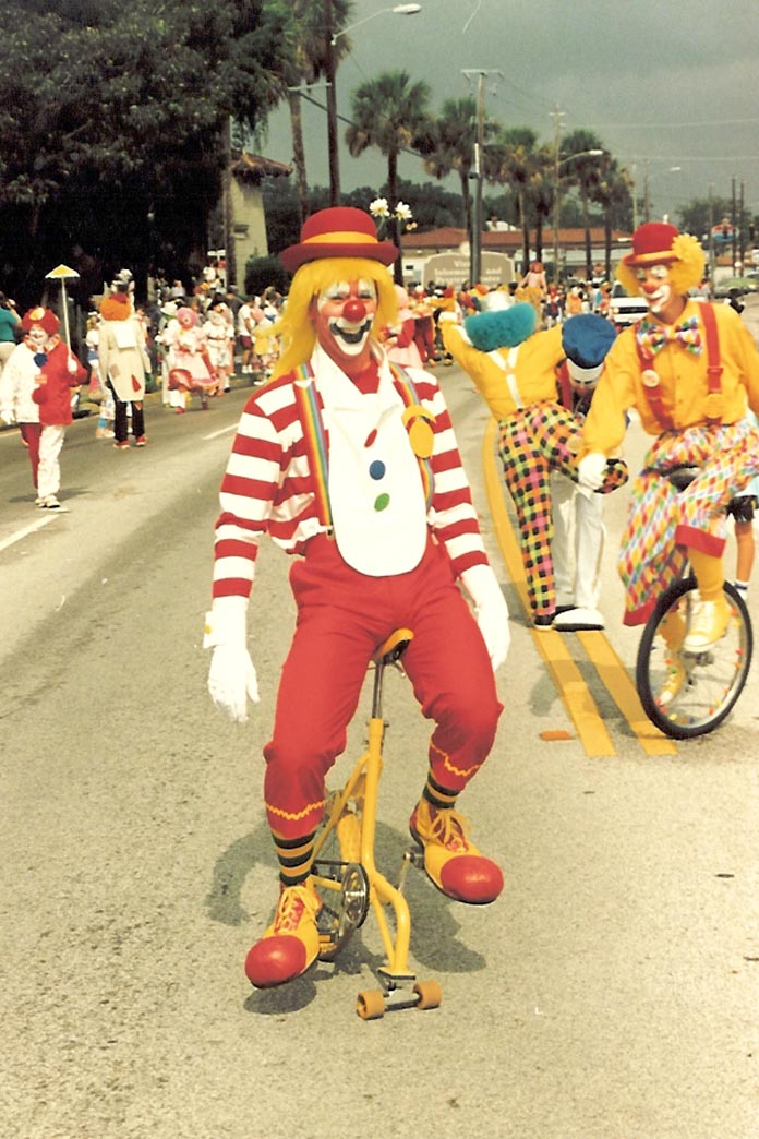 Daou Unicycle ridden by a clown