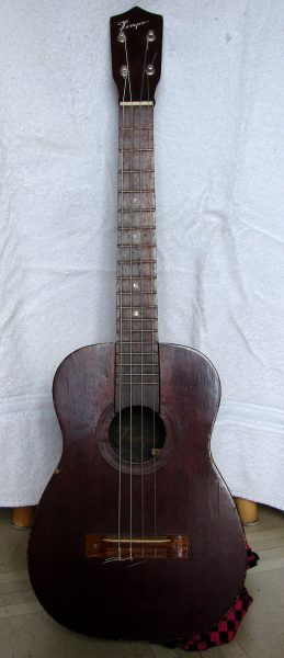 Tempo baritone ukelele, unknown origin or date, Toronto, Canada. Photo 1 by Don Tai