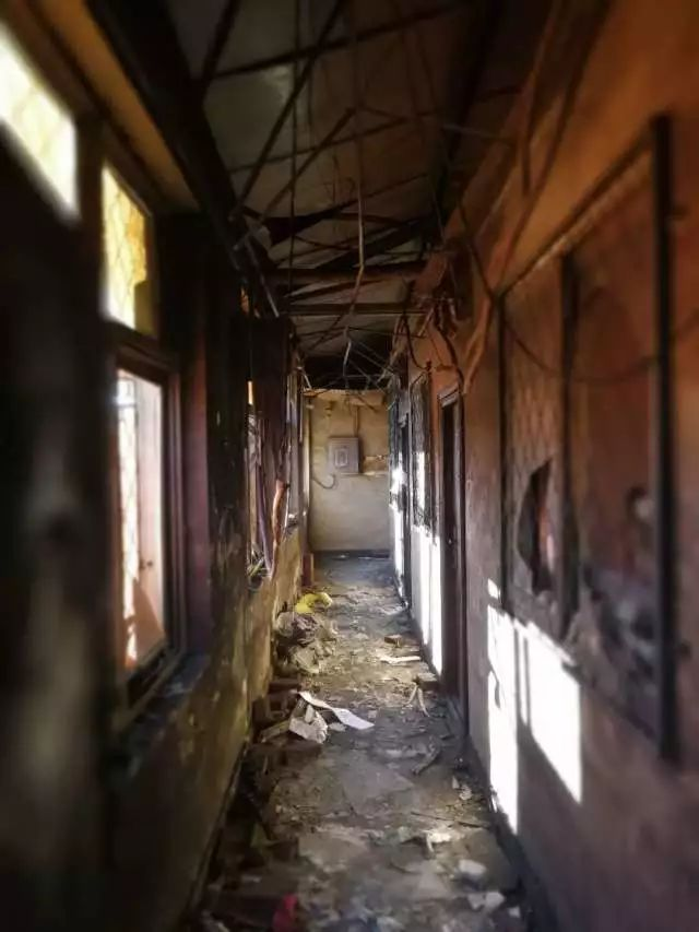 Jufuyuan Gongyu hotel, Xinjian Cun, Daxing Qu, Beijing, China fire, killed 17 people. 2017 Nov 19. Prompted Beijing to expel migrant workers. The hallway.