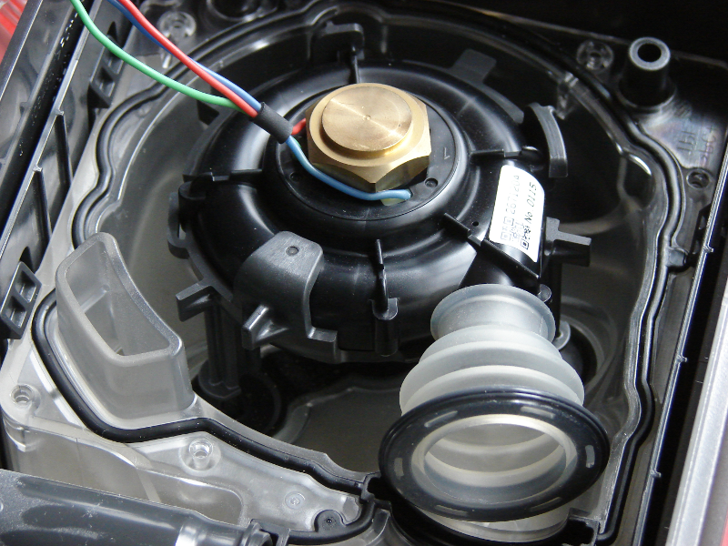 Philips System One HT Humid CPAP machine. Transparent air housing cover removed. Note the 3 legged suspension system for the motor, and the gasket all around. Photo 8 by Don Tai
