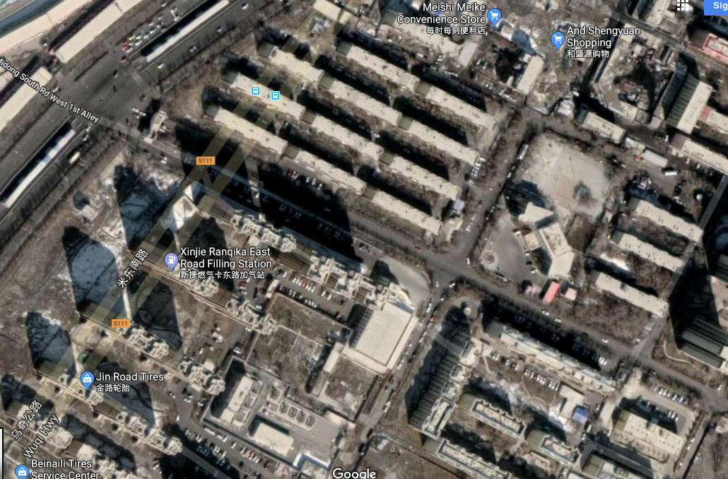 China, Xinjiang, Urumuqi, Midongnan Lu, Bingtuandekun 新疆,乌鲁木齐, 米东南路, 兵团德坤 Google Dekun area sat map. I can see the gate!