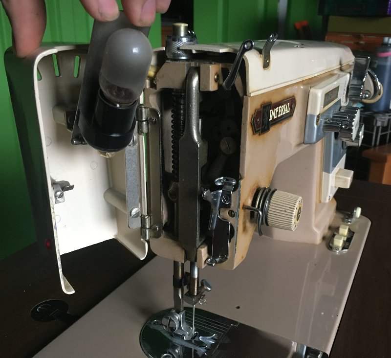 Imperial Sewing machine Model 171, left side door, holds the light bulb. Photo 6 by ArnaudM