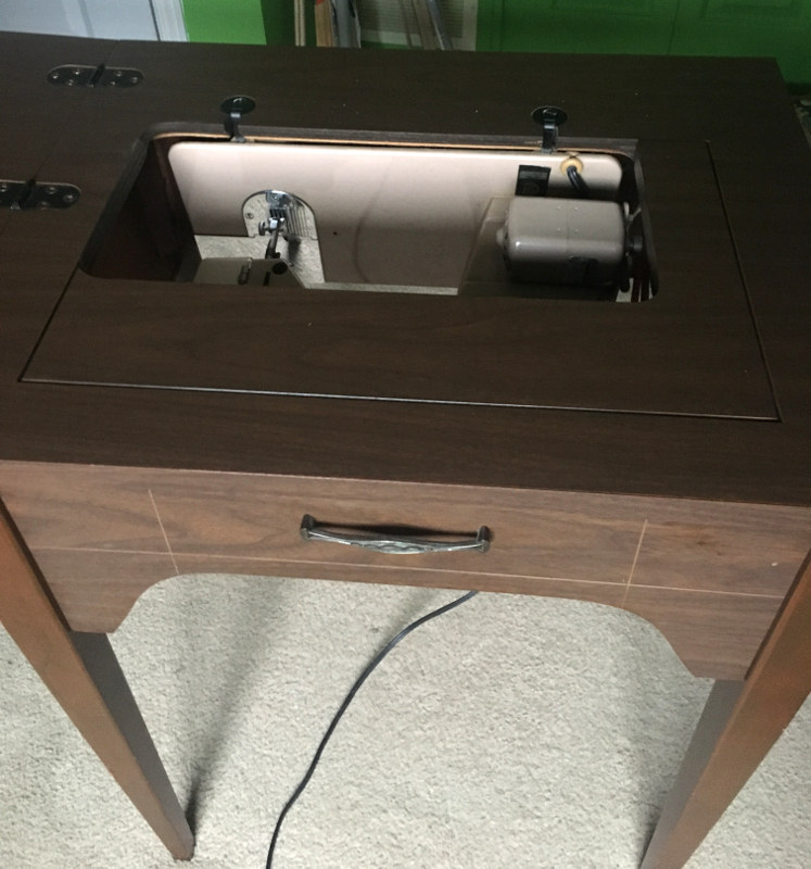 Imperial Sewing machine Model 171,  cabinet, door partially opened. Photo 24 by ArnaudM